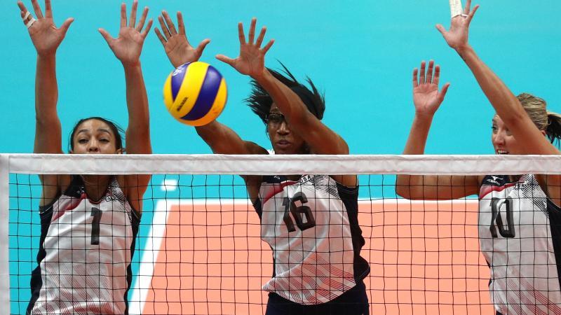 2016 Olympics Former Stanford Star Foluke Akinradewo Leads Team Usa Volleyball In Rio Pac 12